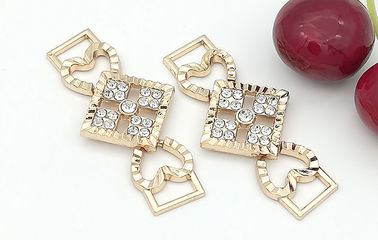 China Women ' S Shoe Accessories Zinc Alloy Buckle Different Sizes And Colors distributor